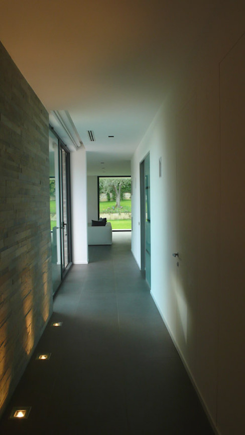 Modern Corridor, Hallway and Staircase by Arch. Donato Panarese Modern