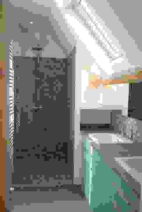 Salle de douche Parents Salle de bain moderne par carol delecroix Moderne