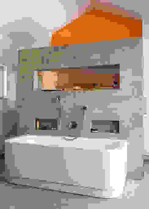 Gartenvilla Bergisch-Gladbach Moderne Badezimmer von Bachmann Badie Architekten Modern