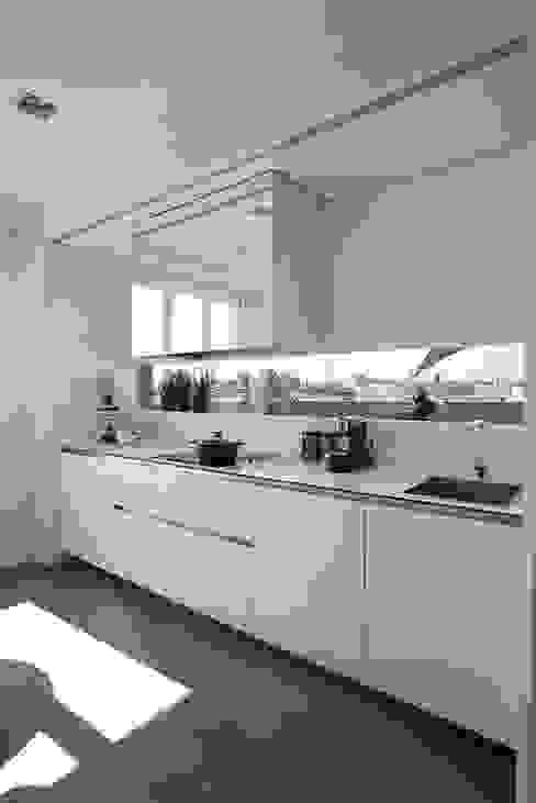 Ático en Valencia Cocinas de estilo moderno de Laura Yerpes Estudio de Interiorismo Moderno