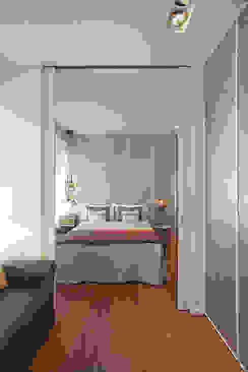 Ático en Valencia Dormitorios de estilo moderno de Laura Yerpes Estudio de Interiorismo Moderno