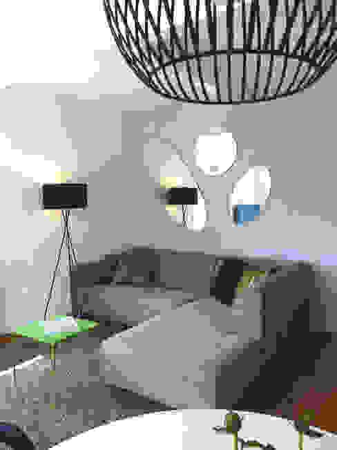 现代客厅設計點子、靈感 & 圖片 根據 Holzer & Friedrich GbR 現代風