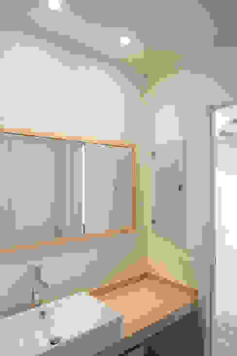一色玲児 建築設計事務所 / ISSHIKI REIJI ARCHITECTS Modern bathroom