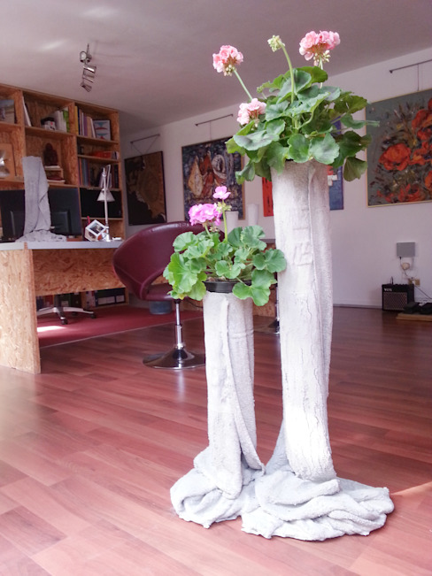 Concreted Fabric Flower Pots par Architetto Daniele Stiavetti Moderne