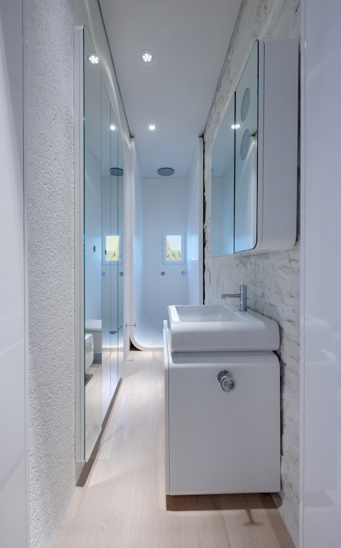 Bathroom by Simone Micheli Architectural Hero