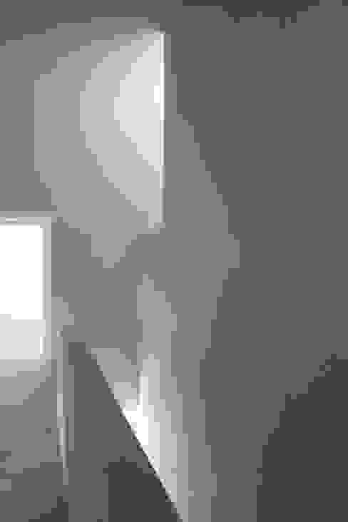 obergeschoss Moderner Flur, Diele & Treppenhaus von architekturbüro axel baudendistel Modern