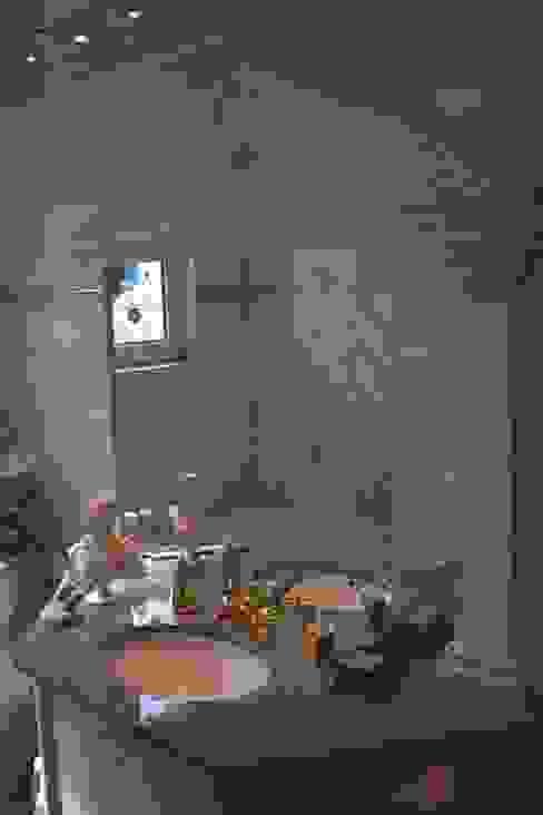 클래식스타일 욕실 by Illusionen mit Farbe 클래식