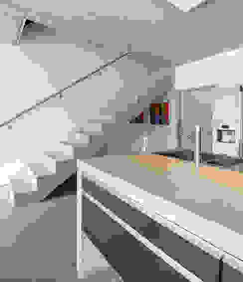 AUSSERGEWÖHNLICHE DOPPELHAUSHÄLFTE b2 böhme BAUBERATUNG Moderne Küchen