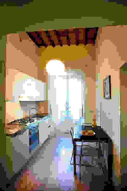 Kitchen area OPERASTUDIO Cocinas de estilo moderno