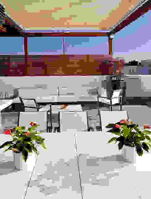 Balkon, Beranda & Teras Gaya Mediteran Oleh UNJARDINPARAMI Mediteran
