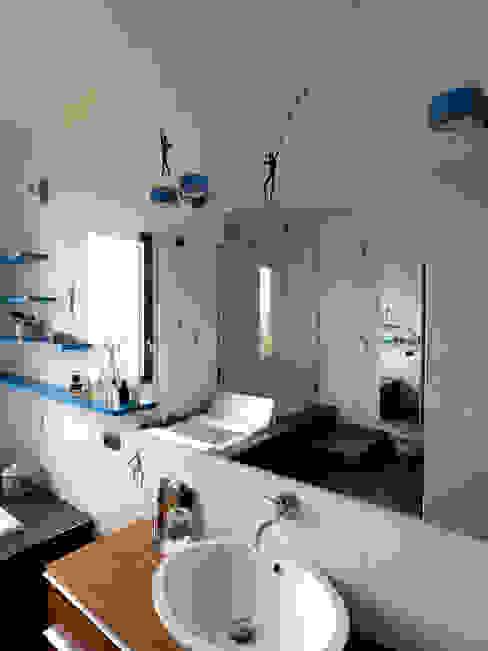 bagno Bagno moderno di enzoferrara architetti Moderno