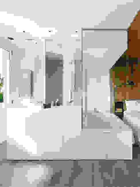 Transversal Expression Bagno moderno di Susanna Cots Interior Design Moderno