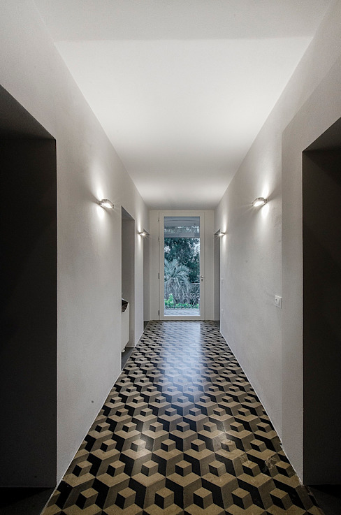 Modern Corridor, Hallway and Staircase by Massimo Fiorido Associati Modern