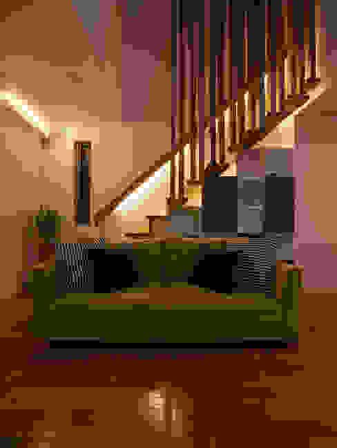 M6-house 「 幾何学の家」 Architect Show Co.,Ltd モダンデザインの リビング