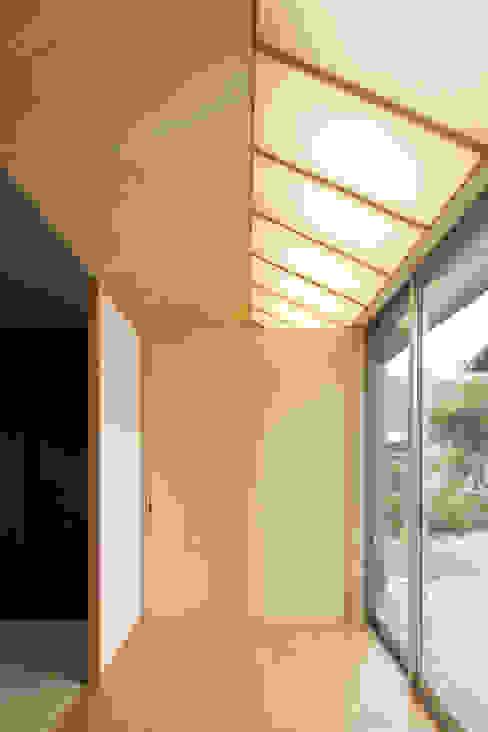 Ingresso, Corridoio & Scale in stile rurale di eu建築設計 Rurale