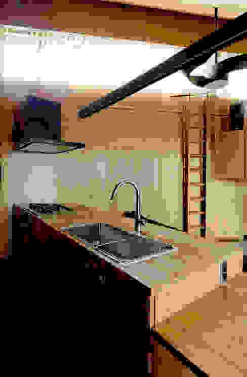 ROOF/M カントリーデザインの キッチン の eu建築設計 カントリー
