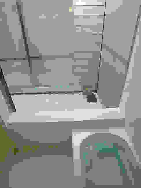 峰山の家: 株式会社ハマノ・デザインが手掛けた浴室です。,モダン