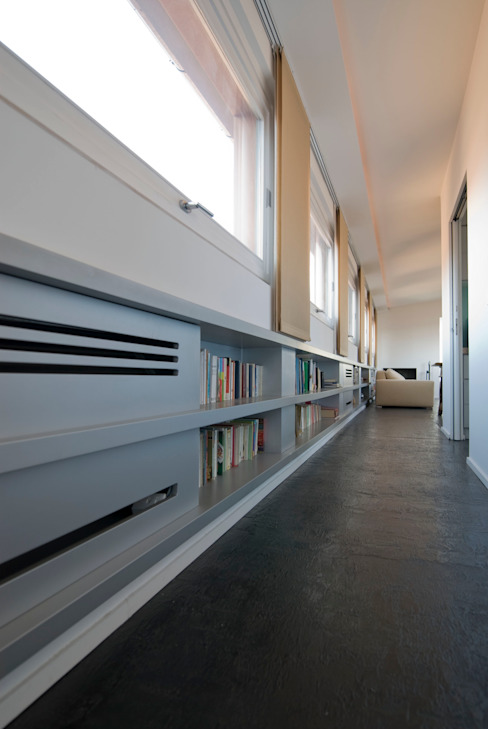 Corridor, hallway & stairs design ideas by Calzoni architetti