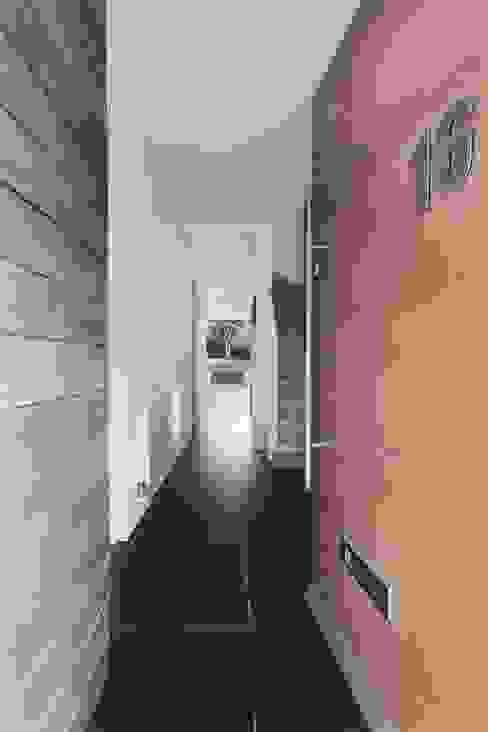 AR Design Studio- The Medic's House Corredores, halls e escadas modernos por AR Design Studio Moderno