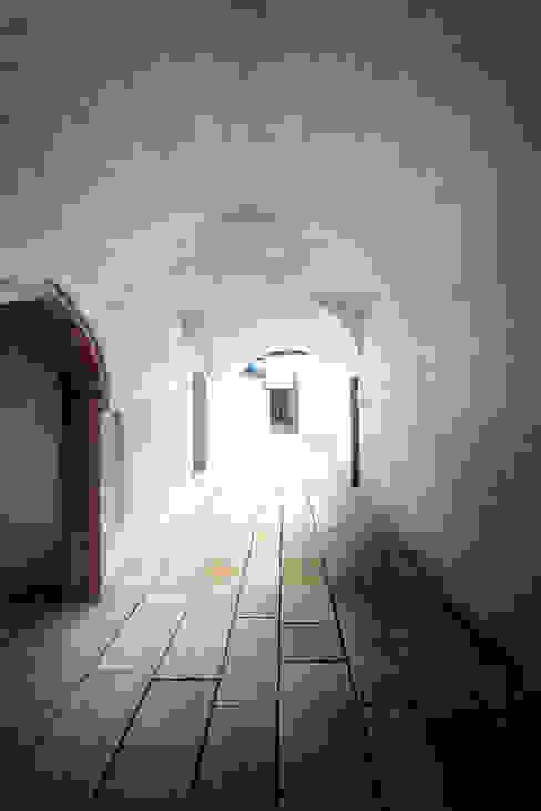 Durchgang zum Hinterhaus Ladenflächen von Peter Haimerl . Architektur