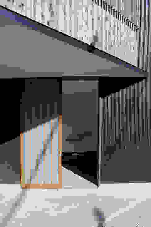 玄関: 秀田建築設計事務所が手掛けた家です。,和風