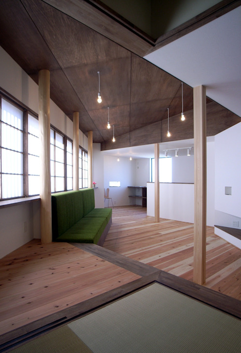 リビングとダイニング 和風デザインの リビング の 秀田建築設計事務所 和風