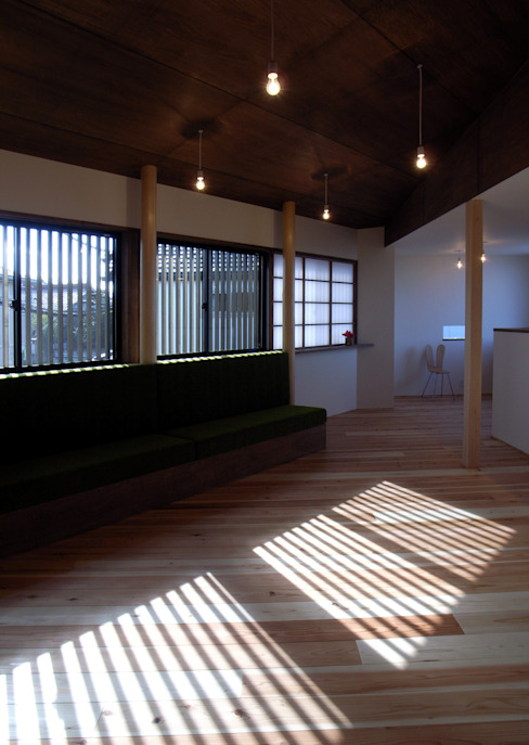 リビングとダイニング: 秀田建築設計事務所が手掛けたリビングです。,和風