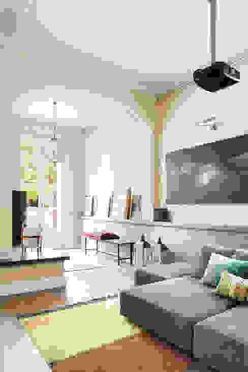 Minimalistische woonkamers van The Room Studio Minimalistisch