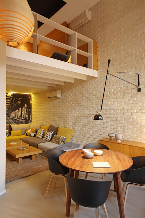 Moderne eetkamers van The Room Studio Modern