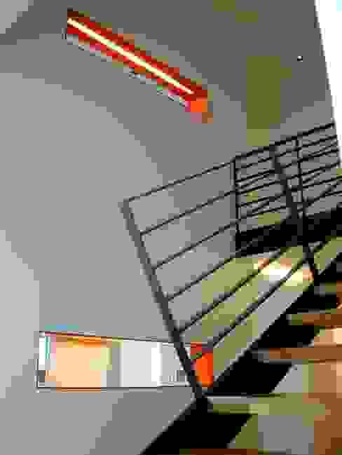 umbau und energetische sanierung eines einfamilienhauses mit einliegerwohnung in regensburg süd Architekturbüro Ferdinand Weber Moderner Flur, Diele & Treppenhaus