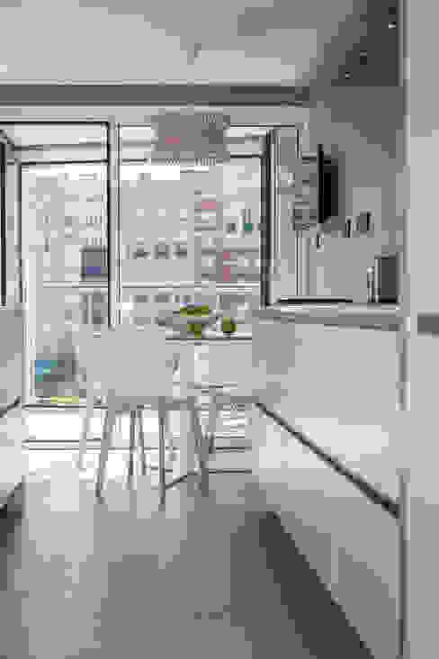 Vivienda en Plaza Euskadi Nº9, Bilbao. Cocinas de estilo minimalista de Urbana Interiorismo Minimalista