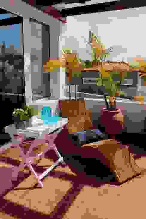Balcones y terrazas mediterráneos de Tatiana Doria, Diseño de interiores Mediterráneo