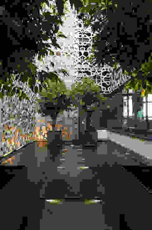 Hotel EME in Seville, Spain Балконы и веранды в эклектичном стиле от Donaire Arquitectos Эклектичный