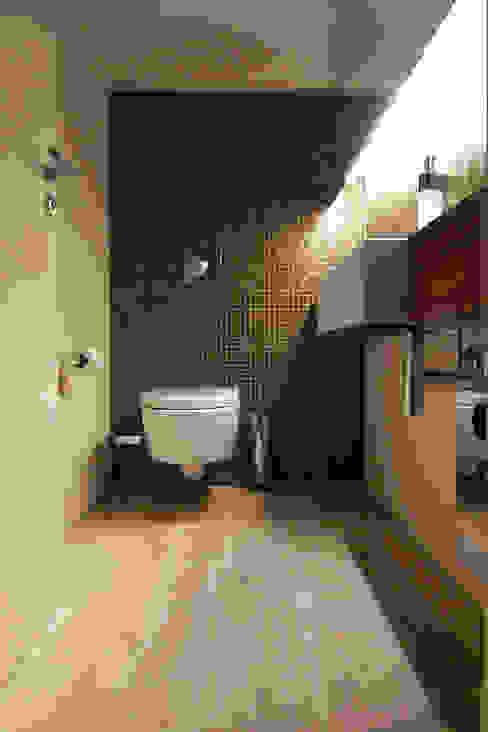 Showroom Orco Germany Industriale Badezimmer von büro für interior design Industrial