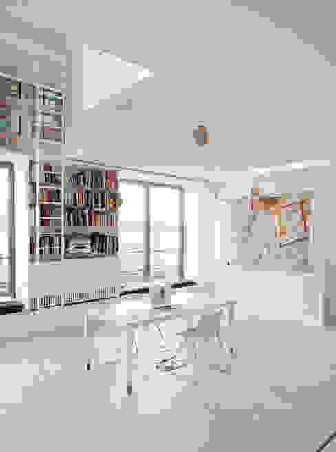 Salones de estilo industrial de roberto murgia architetto Industrial
