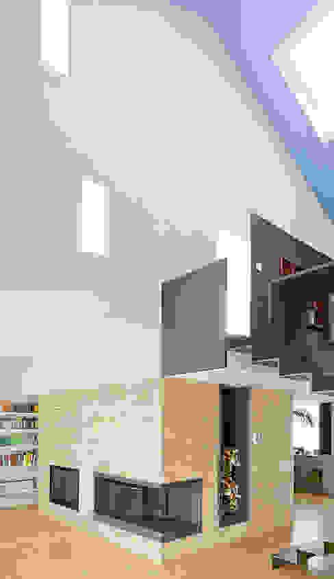 Pasillos, vestíbulos y escaleras de estilo industrial de roberto murgia architetto Industrial