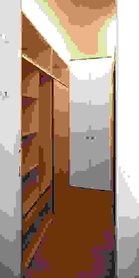Closets de estilo moderno de Giorgio Pettenò Architetti Moderno