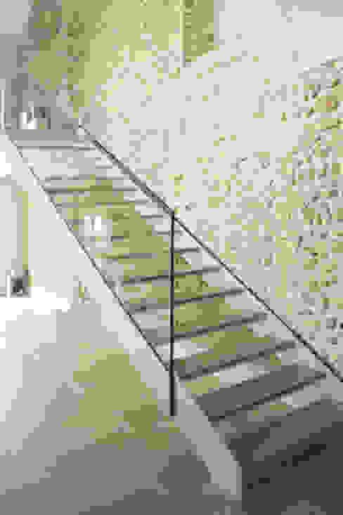 Couloir, entrée, escaliers par archiplanstudio