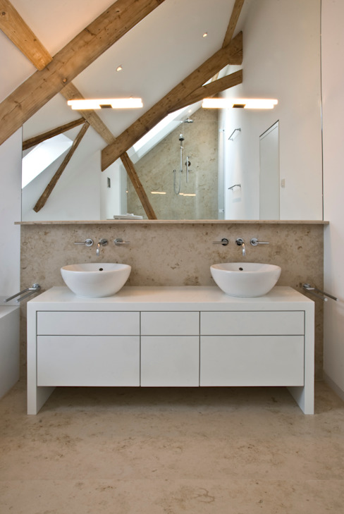 Bathroom by Pientka - Faszination Naturstein, Modern