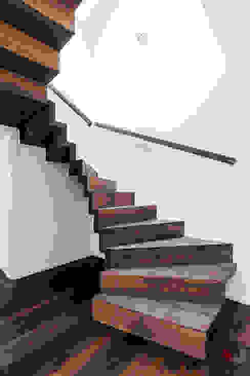 Ingresso, Corridoio & Scale in stile moderno di ONE!CONTACT - Planungsbüro GmbH Moderno