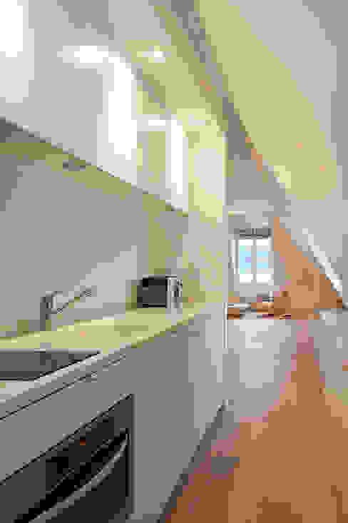 Apartment renovation GIULIANO-FANTI ARCHITETTI Soggiorno minimalista