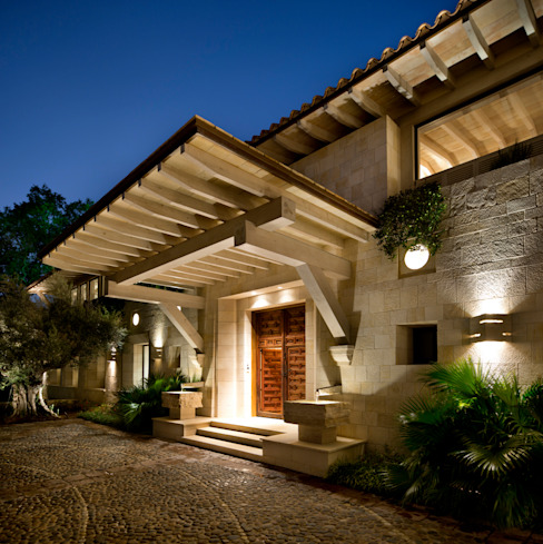 Artigas Arquitectos Rustic style windows & doors