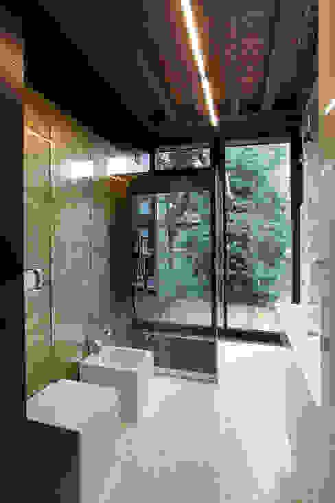 Baños de estilo moderno de Cumo Mori Roversi Architetti Moderno