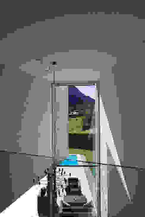 Casa a Riva S. Vitale Ingresso, Corridoio & Scale in stile moderno di Studio d'arch. Gianluca Martinelli Moderno