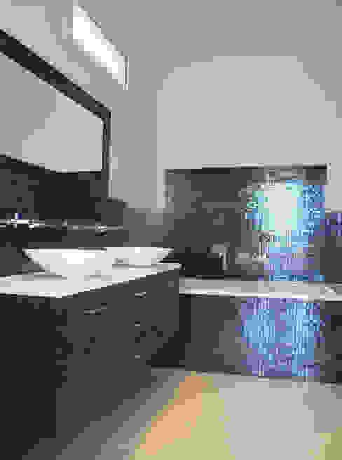 Vue intégrale de la salle de bain de Vacresson Salle de bain par Delphine Gaillard Decoration