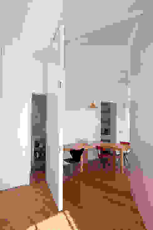 Modern Dining Room by Studio Cassiani Modern
