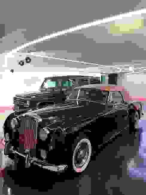 Private Garage and party room Garajes de estilo moderno de Tobias Link Lichtplanung Moderno
