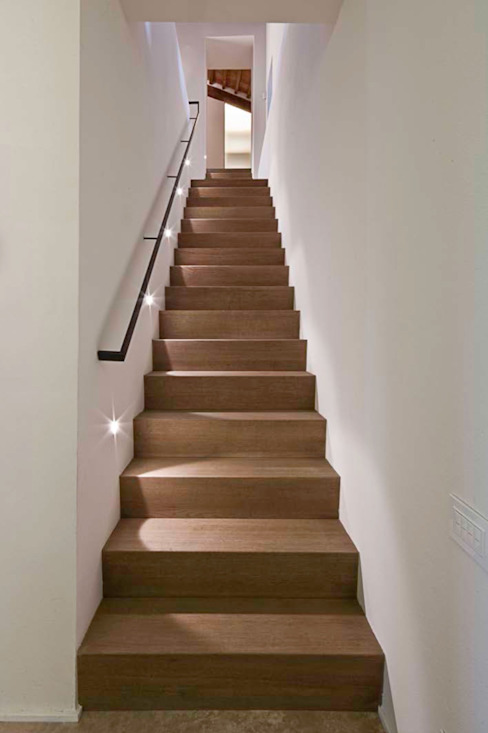 A2 house Modern corridor, hallway & stairs by vps architetti Modern