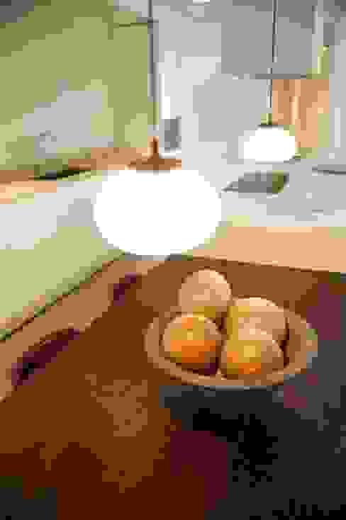 Salas de jantar mediterrânicas por Chituca Velasco Mediterrânico