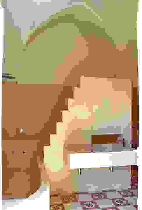Casas de banho mediterrânicas por Studio Ricciardi Architetti Mediterrânico